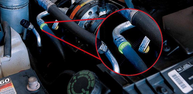 Zur Ortung von kleinsten Leckagen in Kältemittel-, Wasserkühl-, Motoröl- (Diesel und Benziner), Getriebeöl- und Servolenkungssystemen.